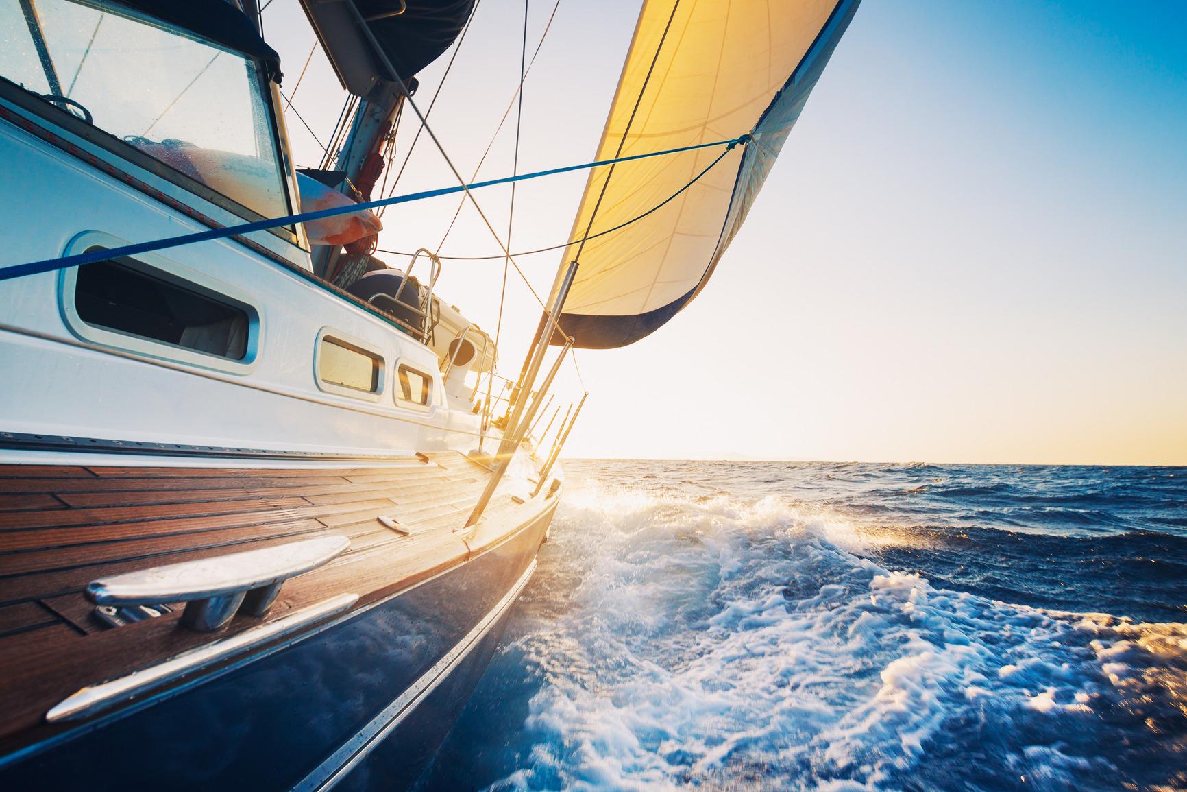 photodune-2650397-sailing-m